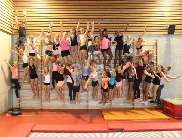 Groupe de gymnastes en stage sportif