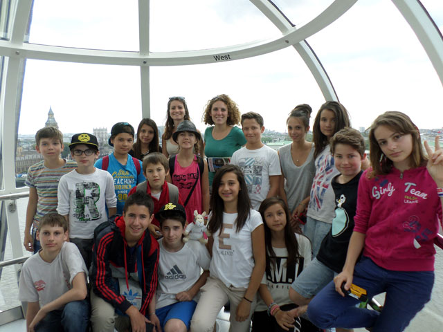 Groupe d'adolescents dans le London Eye