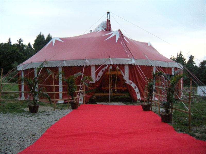 chapiteau de cirque de colonie de vacances cet été