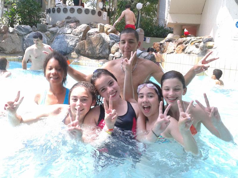 Groupe d'ados en colonie de vacances en Belgique