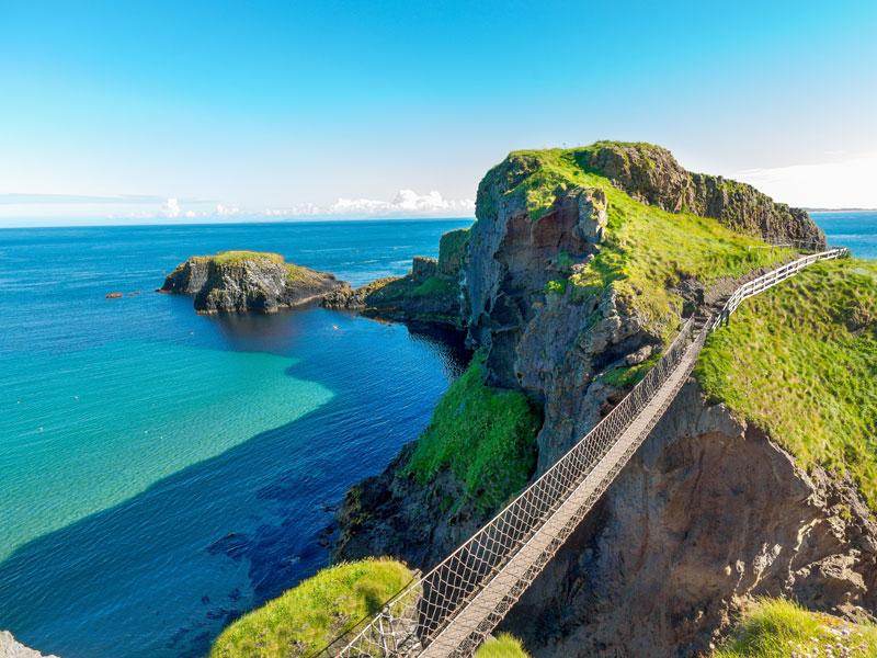 Grand pont suspendu en Irlande en colo