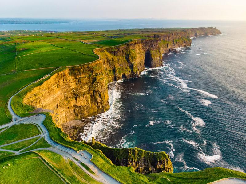 Falaises d'Irlande pendant les vacances paques