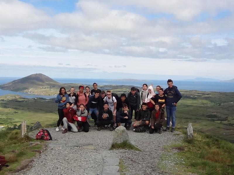 groupe d'ados en colo pendant les vacances de paques en Irlande