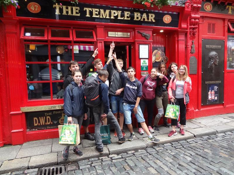 Ados à Dublin au printemps durant une colonie de vacances
