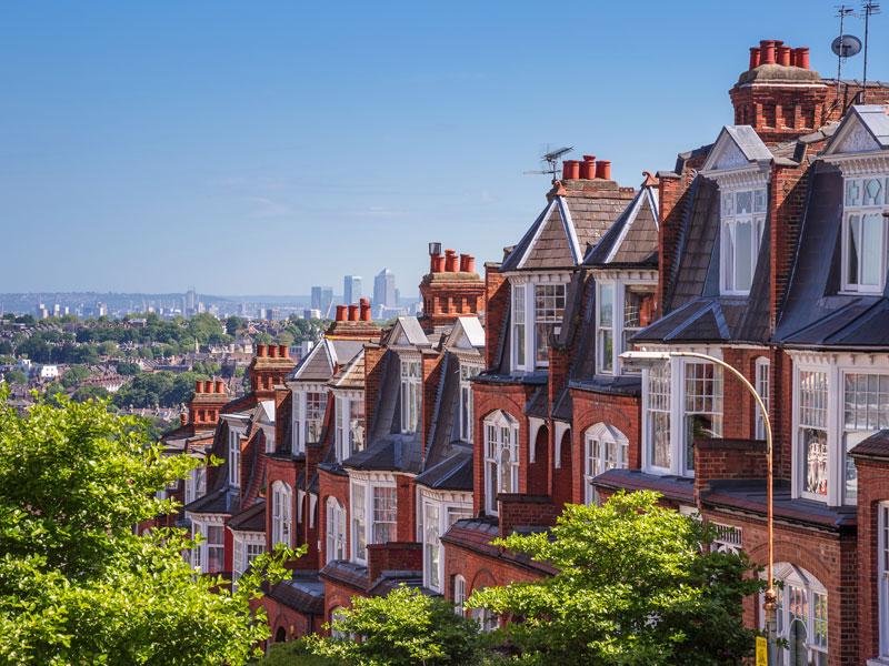 Vue sur les maisons de Londres en colonie de vacances ce printemps