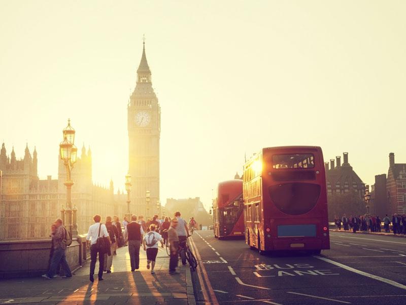 Big ben sous le coucher de soleil à Londres