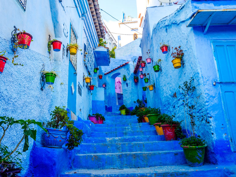 Ruelle colorée du Maroc en colonie de vacances
