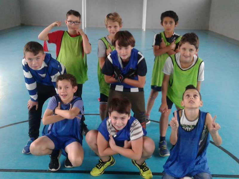 Photo des équipes de football de la colonie de vacances au printemps