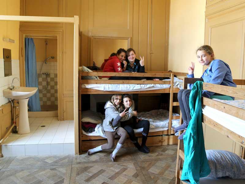 Chambre d'enfants en colonie de vacances ce printemps au chateau