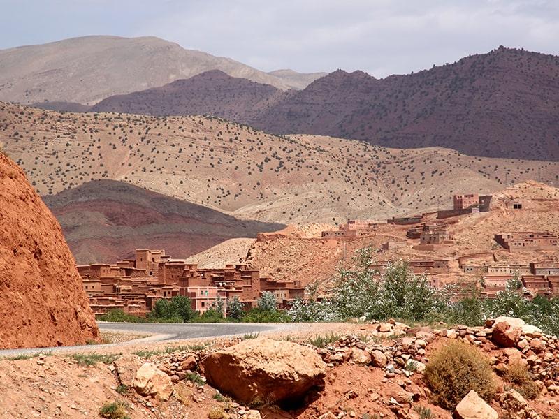 Paysage marocain dans le désert lors d'une colonie de vacances pour ados durant le printemps au Maroc