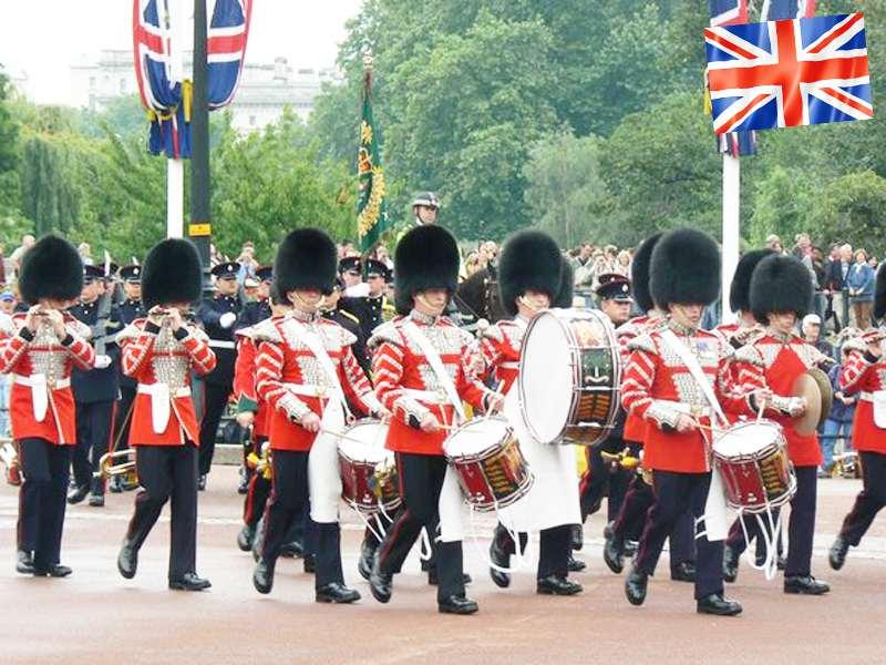 groupe de gardes anglais vus en colonie de vacances pour ados cet automne