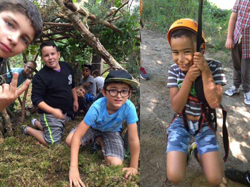 Enfants de 8 ans construisant une cabane dans les bois en colo