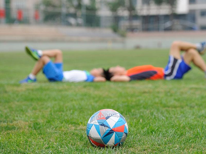 Faire du football en colo