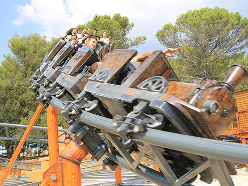 Attraction pour enfants du parc OK Corral