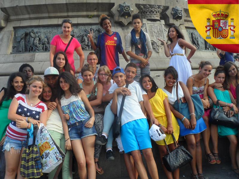 groupe d'enfants en colonie de vacances en Espagne cet automne
