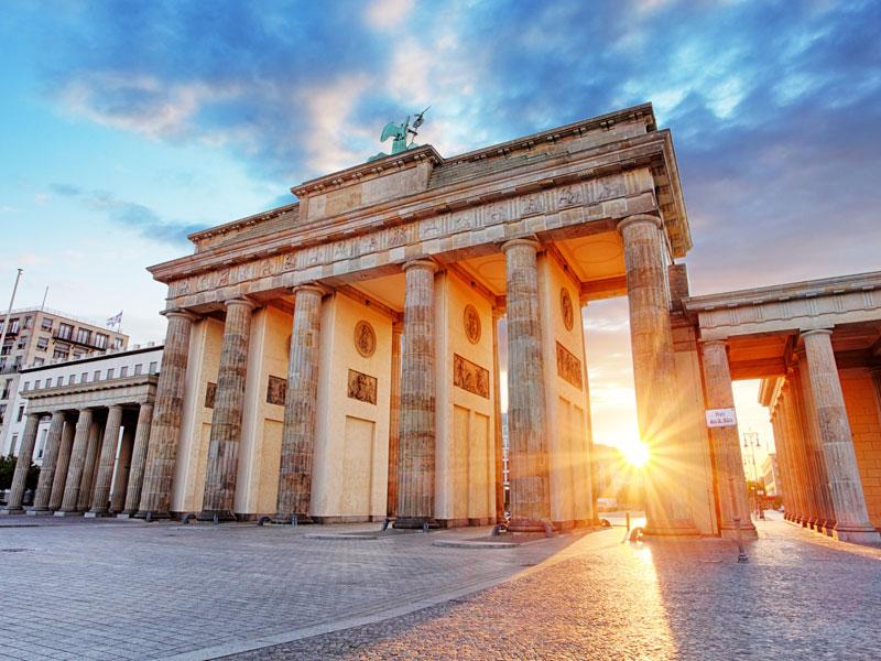 Porte de Brandebourg à Berlin vue en colonie de vacances cet automne