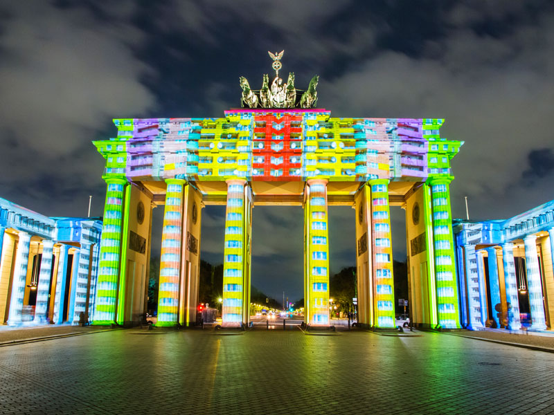 jeux de lumières sur la porte de Brandebourg à Berlin