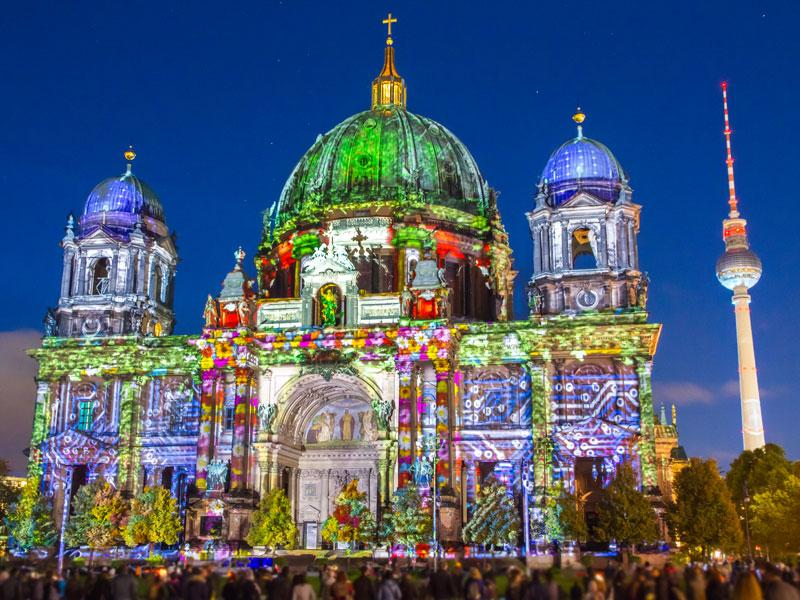 jeux de lumières sur les batiments de Berlin cet automne en colonie de vacances