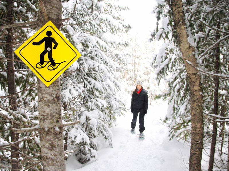 ado faisant une rando en raquettes à neige cet hiver