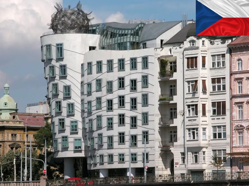 Maison dansante de Prague prise en photo en colonie de vacances cet automne