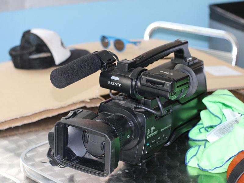 caméra professionnelle pour apprendre aux enfants à faire des courts métrages en colo