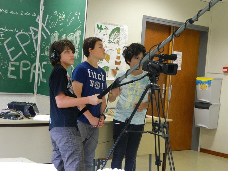 Enfants filmant un court metrage en colo cet hiver