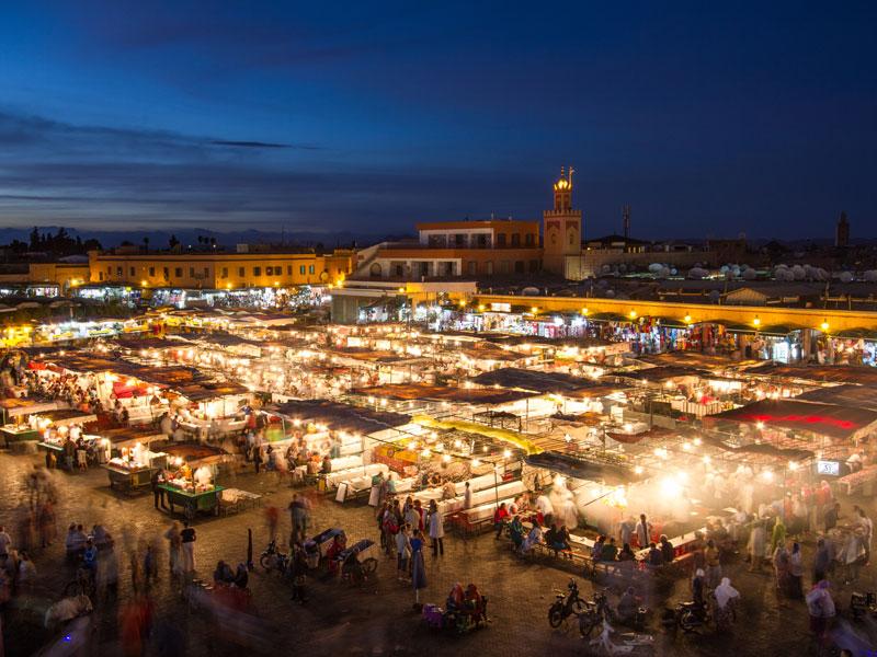 Vue sur marrakech de nuit en colo