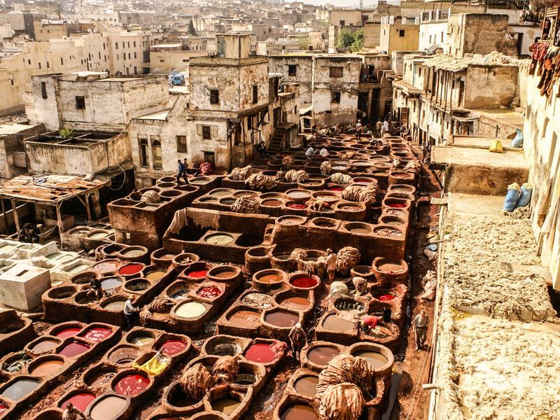Vue sur les tanneries de Fès au Maroc