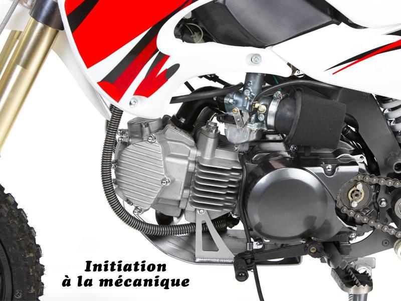 Vue sur la mécanique d'une moto
