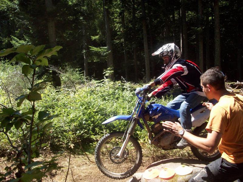 Apprendre à faire de la moto en colonie de vacances