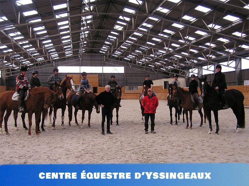 Vue sur l'intérieur du centre équestre d'Yssingeaux où se déroulent des colonies de vacances équitation