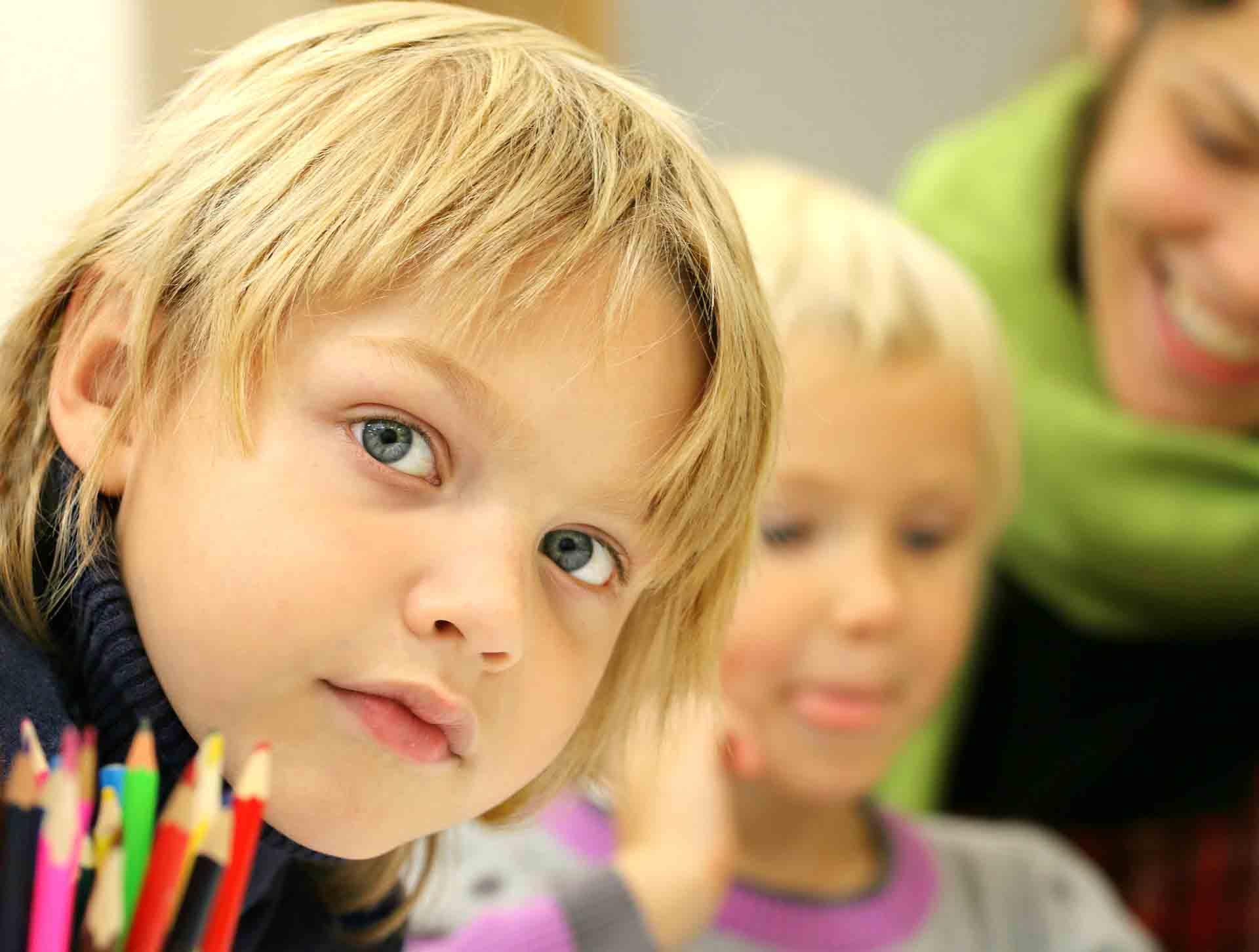 Colonies de vacances d'été activités artistiques pour enfants