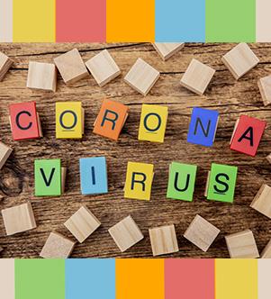 Jeux en bois pour enfants avec lettres qui forment le mot coronavirus