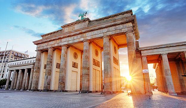 Vue sur la porte de Brandebourg à Berlin en colonie de vacances