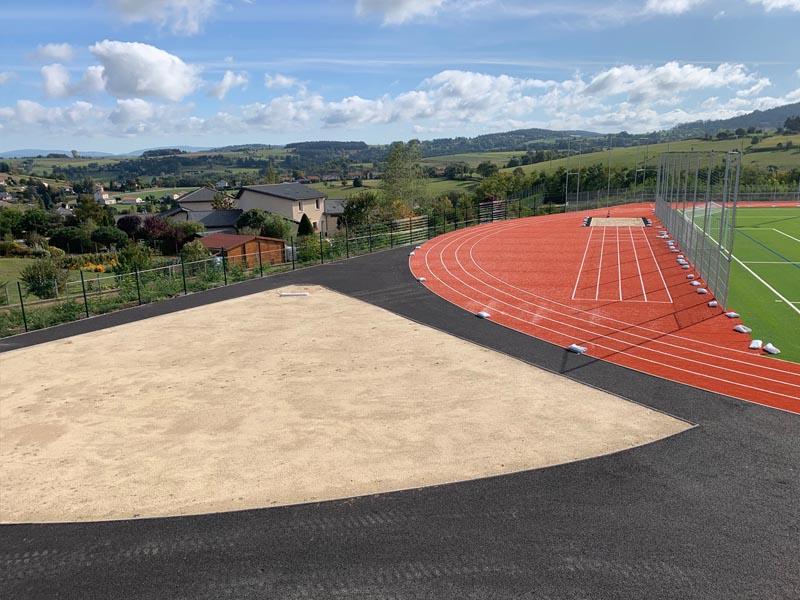 Terrain d'athlétisme pour stages sportifs et colos