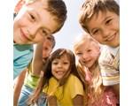 Groupe d'enfants heureux