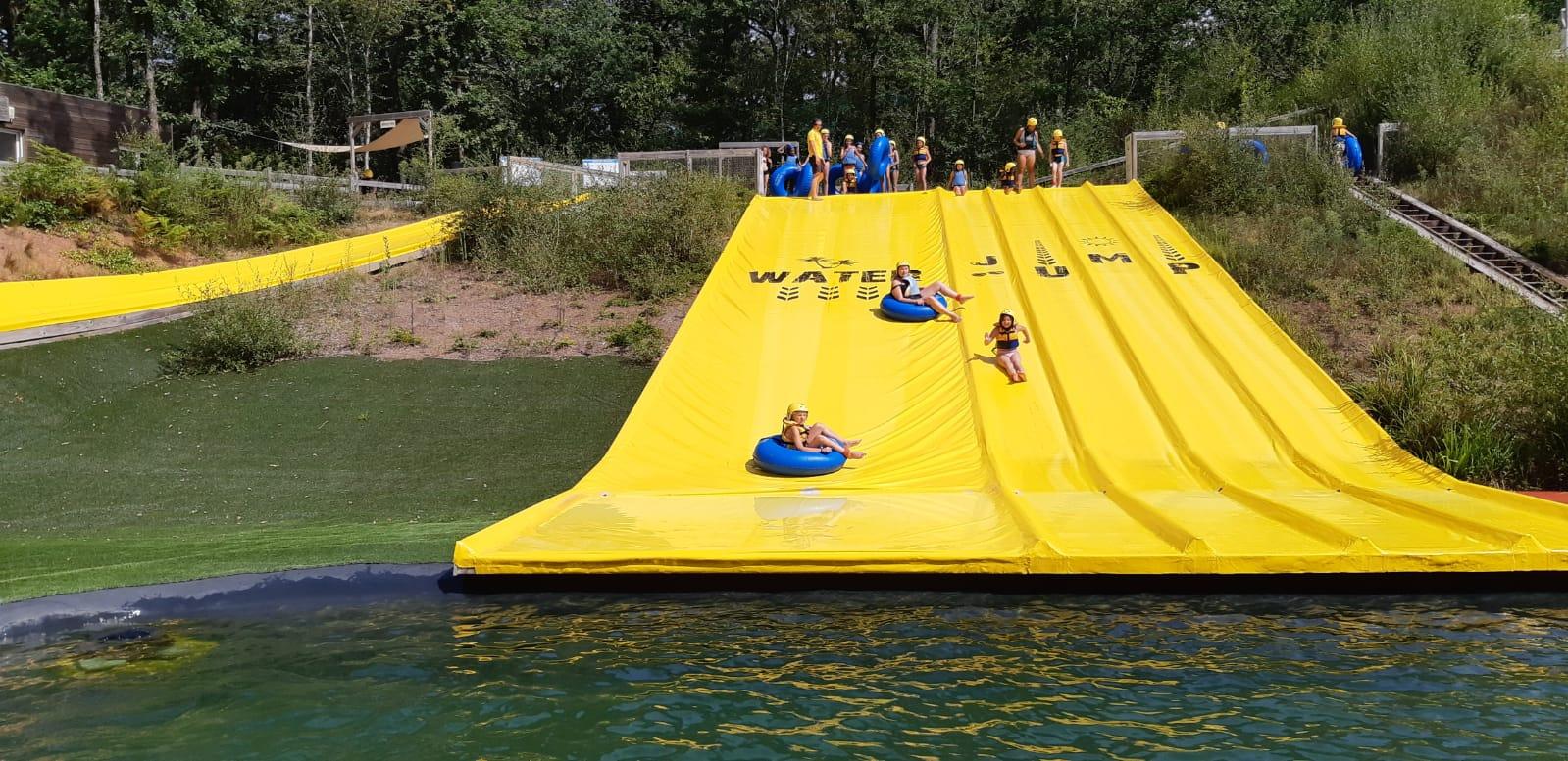 Glissades toboggan en bouée l'été