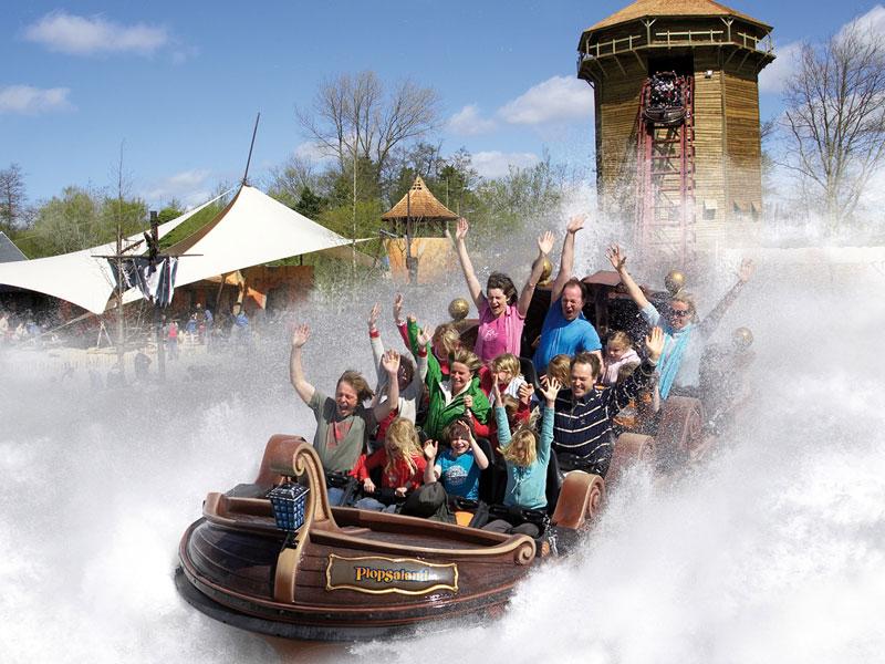 Gros bateau en parc attraction Belgique