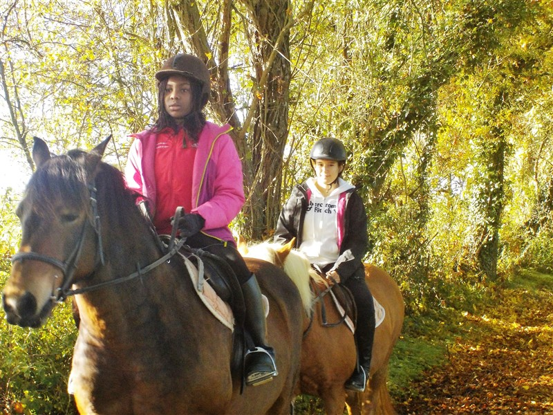 Enfants en balade à cheval