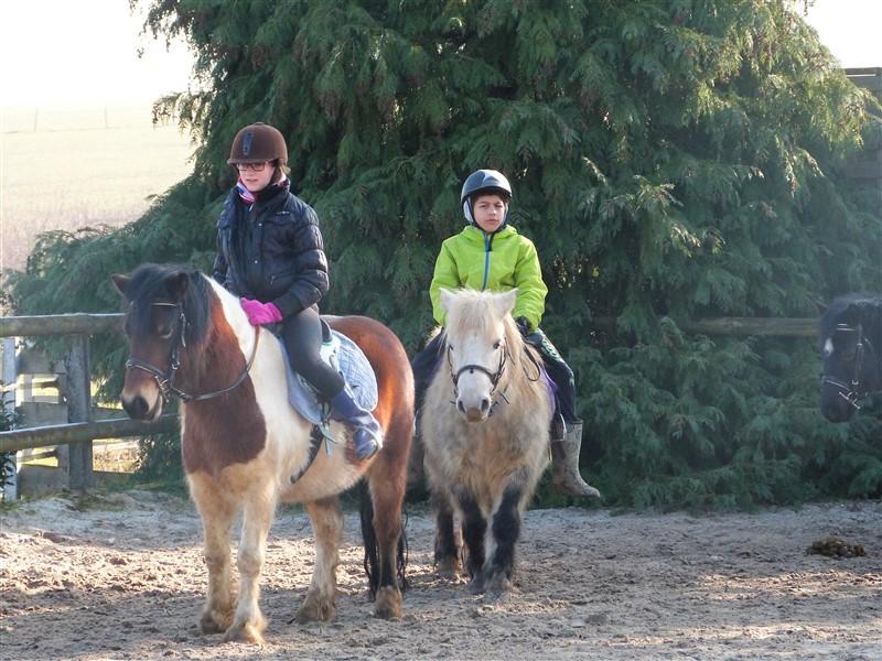Enfants en colo en carrière à poney