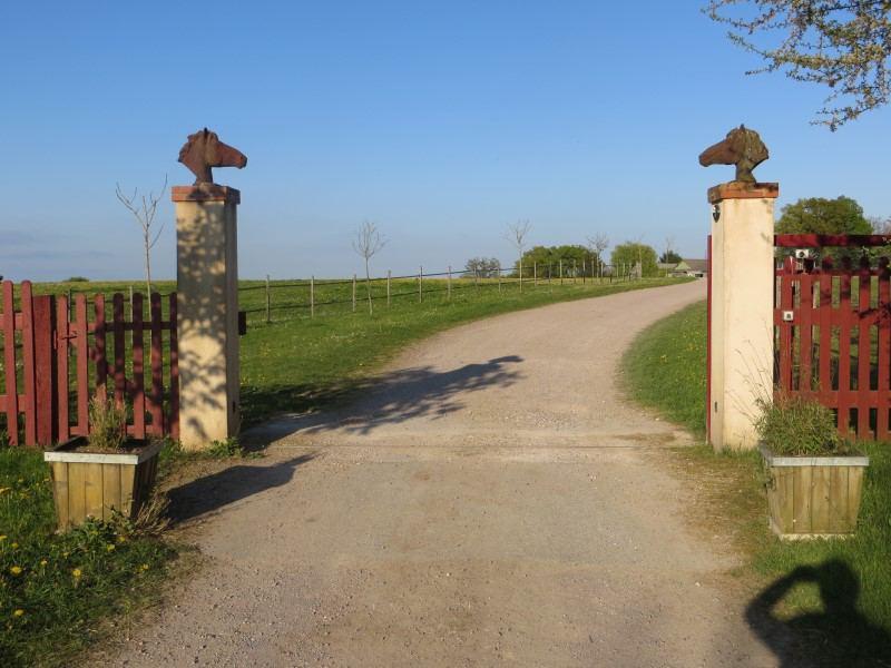 Vue sur le portail du centre de colo :le Domaine de l'Espérance