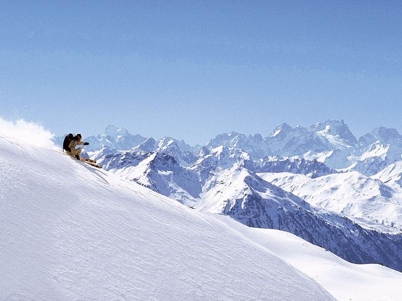 Ados skiant à Courchevel